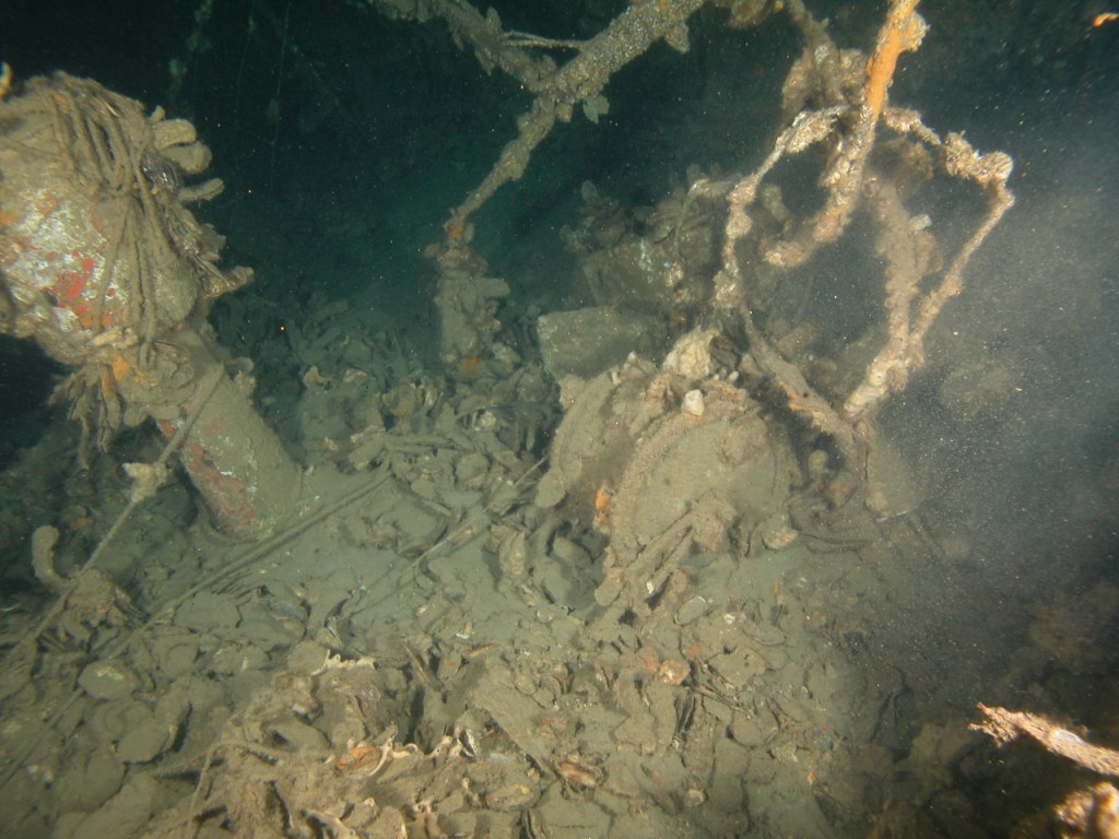 Deep Sea Diving Wrecks